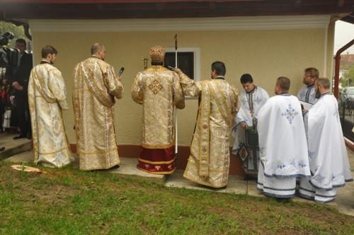 Resfintirea bisericii din Lesmir 2