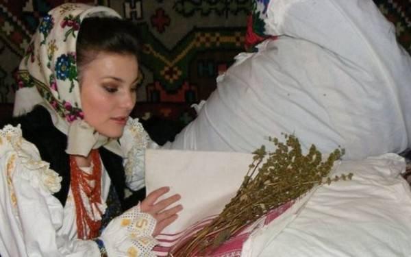 <span style='color:#B00000  ;font-size:14px;'>Amintiri din vatra satului</span> <br> Boboteaza în satele din Ardeal. Practici și obiceiuri populare</p>