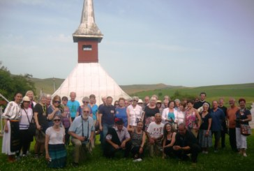 Turiștii americani, impresionați de biserica monument istoric din Berchieșu