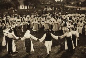 <span style='color:#B00000  ;font-size:14px;'>Amintiri din vatra satului</span> <br> Jocul la șură, în satele din Transilvania</p>