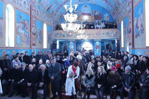 Liturghie arhierească, în parohia bistrițeană Vermeș