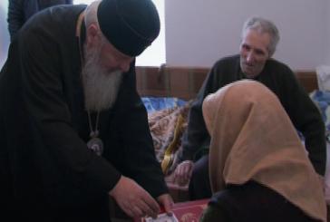 """ÎPS Andrei în vizită la Căminul pentru persoane vârstnice """"Acoperământul Maicii Domnului"""" din Turda"""