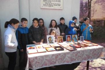 """Expoziție de icoane pe lemn pictate de copii, în Parohia clujeană """"Sfânta Treime"""""""