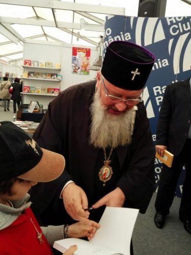 Editura Renașterea lansează două cărți în cadrul Târgului GAUDEAMUS