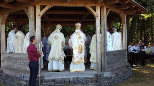 """Sărbătoarea hramului Mănăstirii """"Sf. Maria Magdalena"""" din Oarța de Sus, încununată de prezența a doi ierarhi"""
