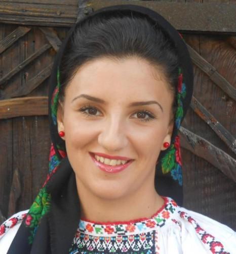 """Ana Maria Gherghel   """"Sunt norocoasă că m-am născut într-o familie iubitoare de folclor"""""""