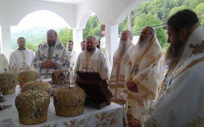 Liturghie Arhierească în Parohia Huta