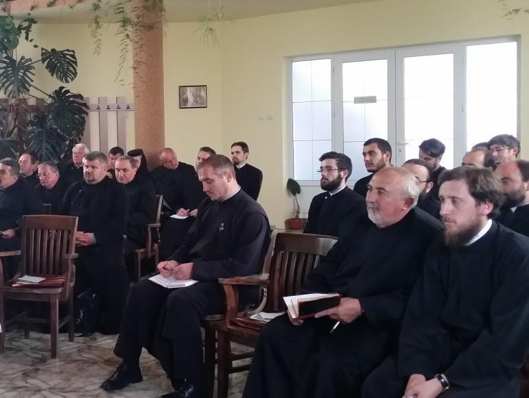 Misiunea parohiei și a mănăstirii azi, discutată la Huedin