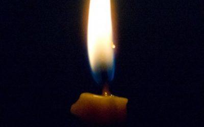 Dragostea este ca flacăra unei lumânări