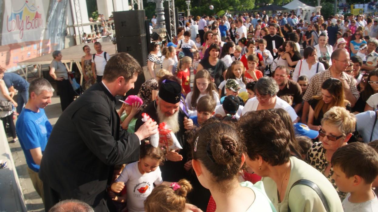 Zeci de copii clujeni au primit daruri din partea Înaltpresfințitului Andrei, de Ziua Copilului