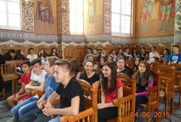 """Parteneriat între școală și biserică, în Parohia """"Nașterea Domnului"""" din Cluj"""