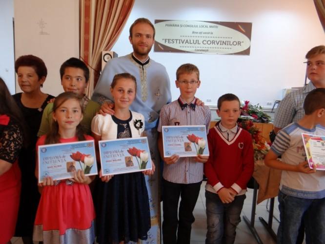Festivitate de premiere a elevilor din parohia Corvineşti