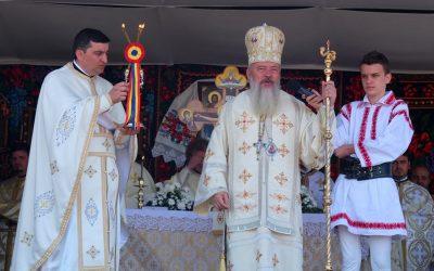 Resfințirea bisericii din parohia năsăudeană Florești, în duminica Sfinților Români