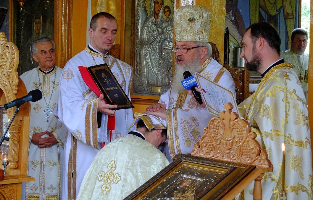 Mitropolitul Clujului, în mijlocul credincioșilor din parohia clujeană Corpadea
