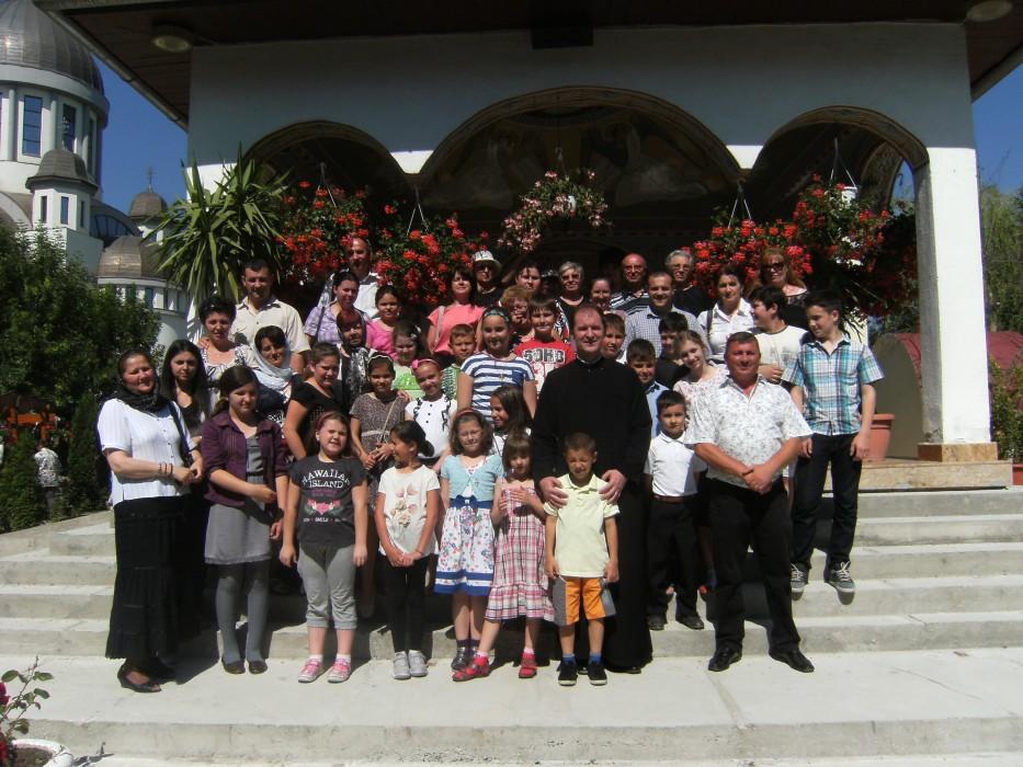 Copii și părinți clujeni, în pelerinaj la Mănăstirile Râmeţ şi Dumbrava