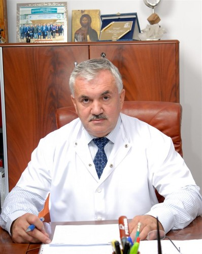 """""""Crucea Transilvană"""" pentru rectorul Universității de Medicină și Farmacie din  Cluj"""