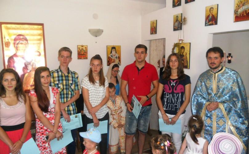 """Elevii din parohia """"Sfântul Apostol și Evanghelist Marcu"""", premiați în biserică"""