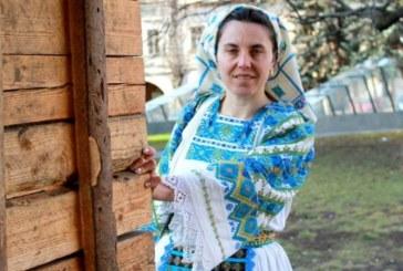 <span style='color:#B00000  ;font-size:14px;'>Amintiri din vatra satului</span> <br> Meșterul popular Cornelia Bodescu – pasiune  cusută cu mărgele</p>