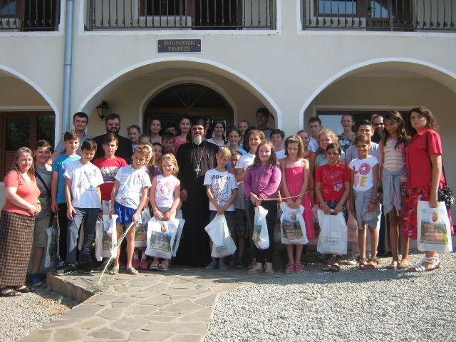Tabără catehetică la Mănăstirea Strâmba