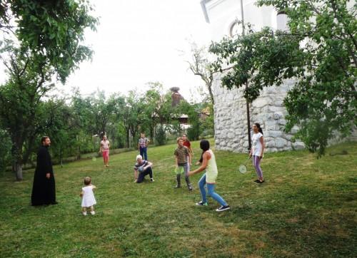 Tinerii din parohia Brăișoru, familiarizați cu viața bisericească