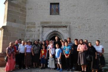 Parohia Corvinești în pelerinaj la sfintele mănăstiri din Ţinutul Moldovei