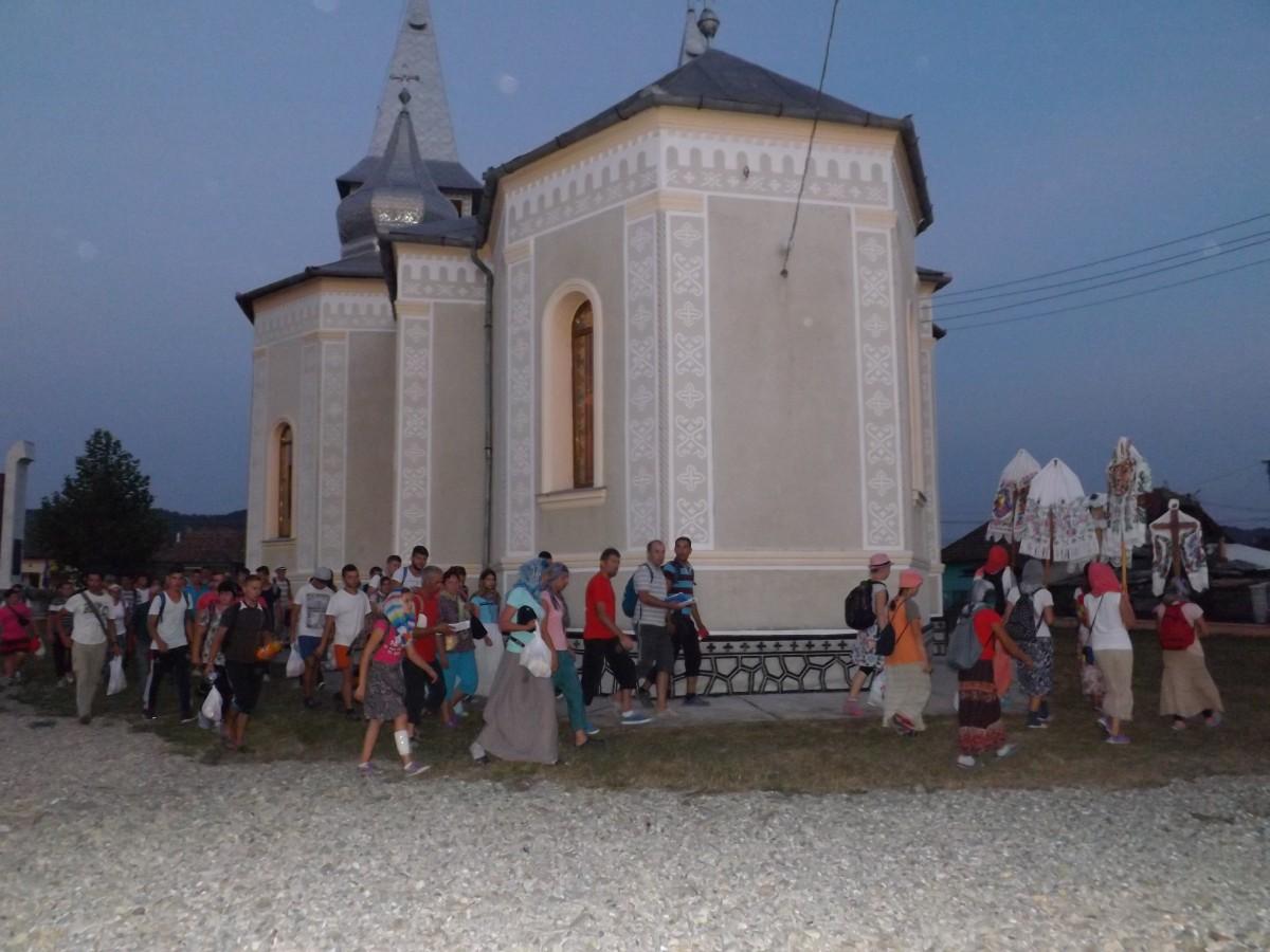Pelerinii ce s-au îndreptat spre Nicula, primiți cu ospitalitate de localnicii din Iclod