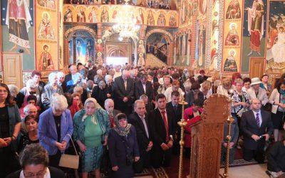 După 15 ani de muncă, biserica din cartierul Grigorescu, sfințită de IPS Andrei