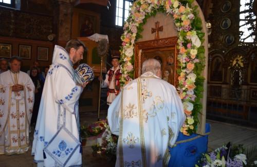 Sfânta Liturghie în sobor de ierarhi, de Praznicul Sfintei Marii