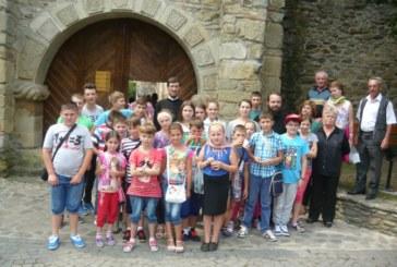 Pelerinaj în Moldova, organizat de Biserică și autorități, pentru copiii din Berchieșu și Frata