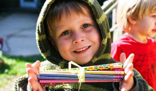 Donează un ghiozdan cu rechizite, pentru un copil sărac