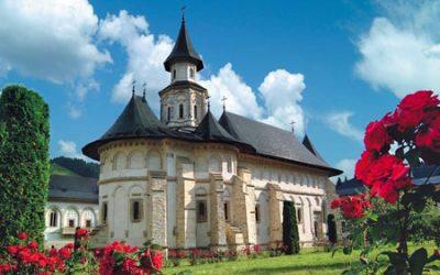 Un nou pelerinaj al tinerilor din ASCOR Cluj, pe jos sau cu bicicleta, la mănăstirile din Bucovina