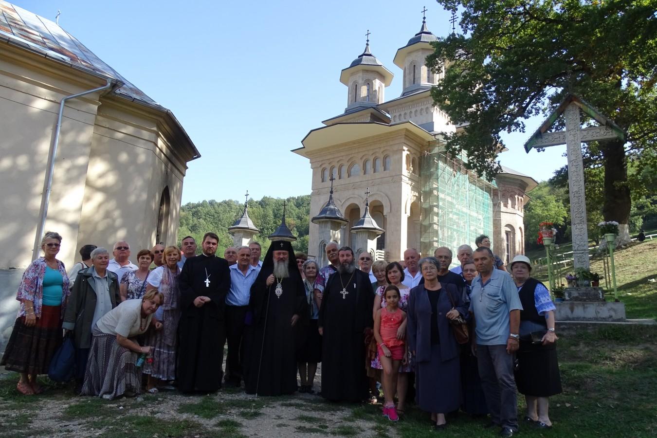 Emoțiile studenției, rememorate de Înaltpresfințitul Andrei la Mănăstirea Nicula