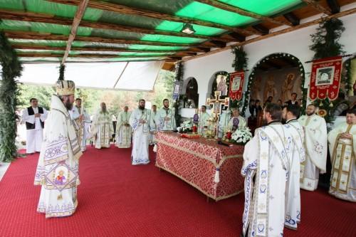 Biserica mănăstirii de la Chiuzbaia, târnosită de PS Iustin Sigheteanul