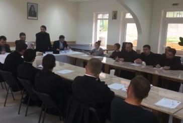 Implicarea Bisericii în viața tinerilor, subiect de discuții în rândul tinerilor bistrițeni
