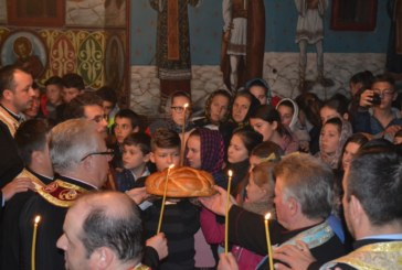 300 de tineri, în rugăciune la Sîngeorz-Băi pentru victimele din capitală