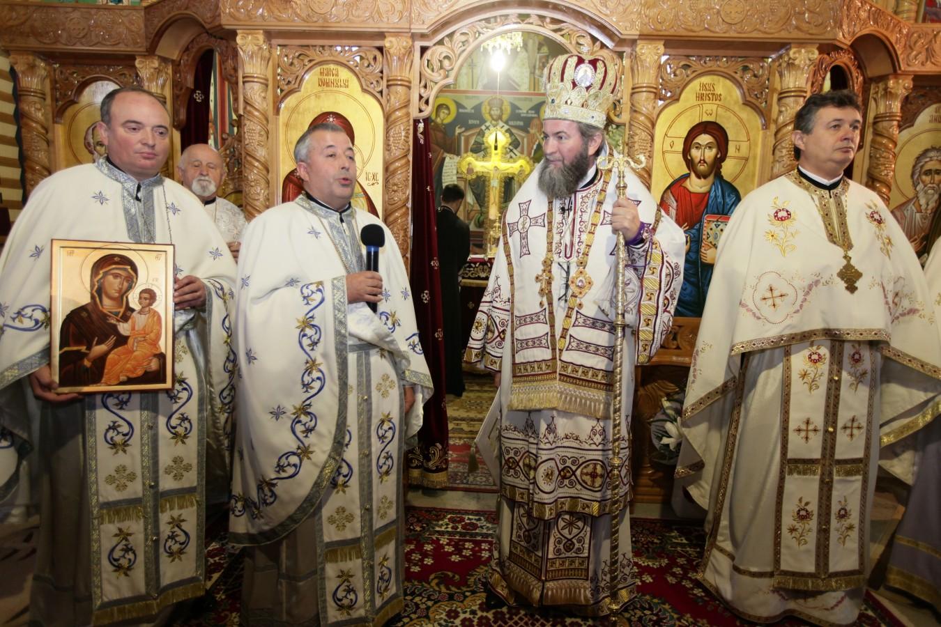 """Liturghie arhierească în Parohia """"Sfântul Apostol Andrei"""" din Baia Mare"""