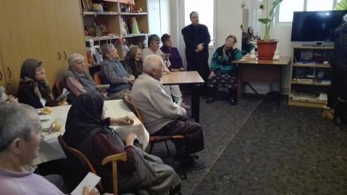 """Vestea Nașterii Domnului Hristos, dusă la bunicii de la Centrul """"Sf. Nicolae"""" din Mociu"""
