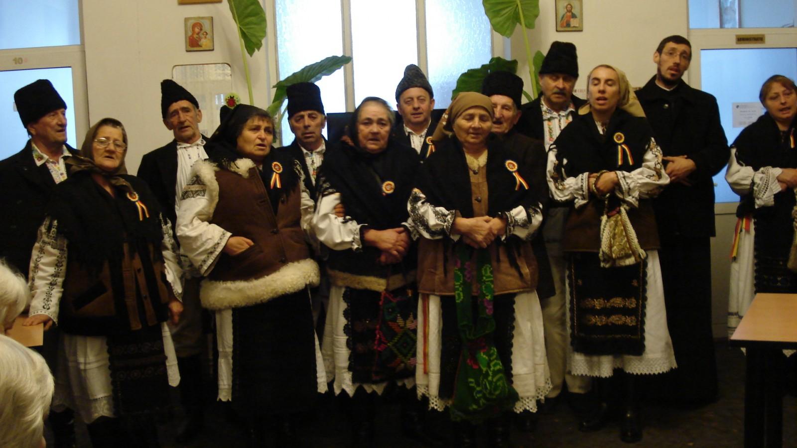 """Colindători la Centrul de Îngrijire și Asistență """"Sf. Nicolae"""" din Mociu"""
