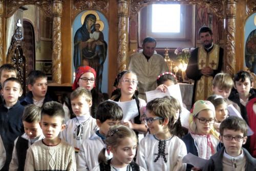Colindători de la Colegiul Național Ortodox în parohia Sucutard