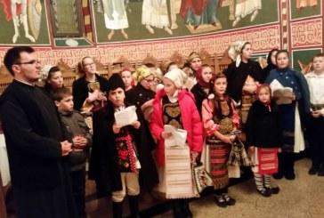 Tinerii din Sîngeorz-Băi au pornit la colindat