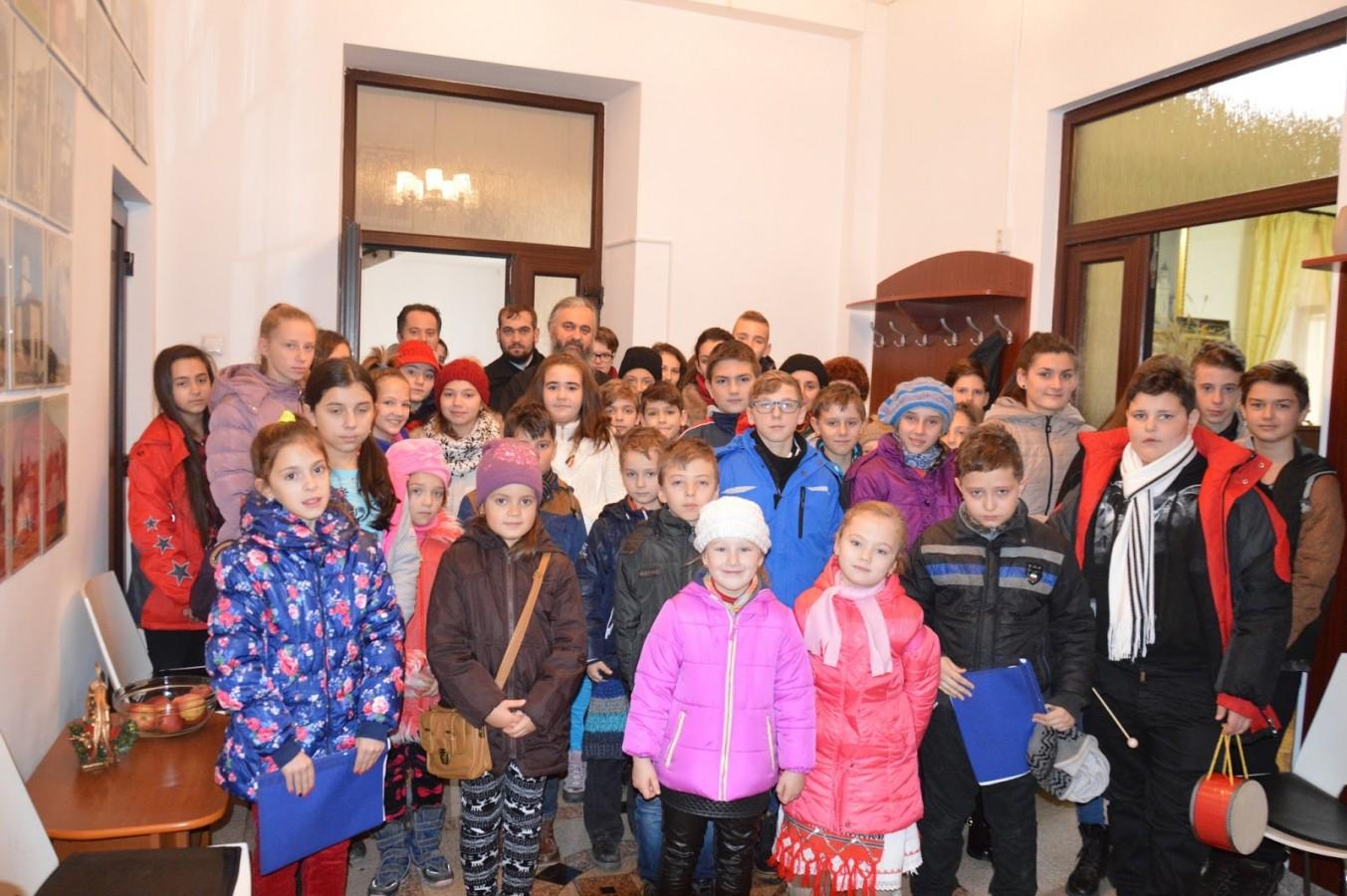 Bucuria colindelor, adusă la Cluj de micuții de la bisericile ortodoxe din Ocna Dej