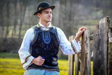 <span style='color:#B00000  ;font-size:14px;'>Amintiri din vatra satului</span> <br> Iosif Ciunterei, tânărul care luptă ca tradițiile populare să nu devină amintiri</p>