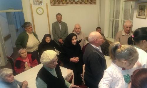 """Taina Sfântului Maslu pentru bunicii de la Centrul """"Sf. Nicolae"""" din Mociu"""