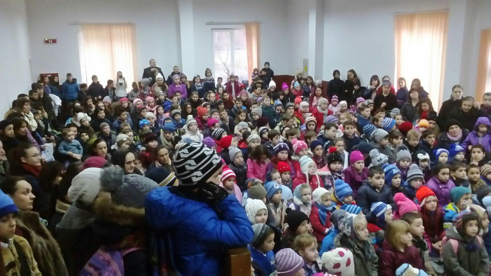 Spectacol surpriză pentru elevii comunei Ilva Mică
