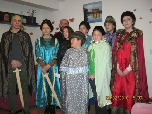Tinerii din Păniceni, aproape de bunicii unui centru de vârstnici din Florești