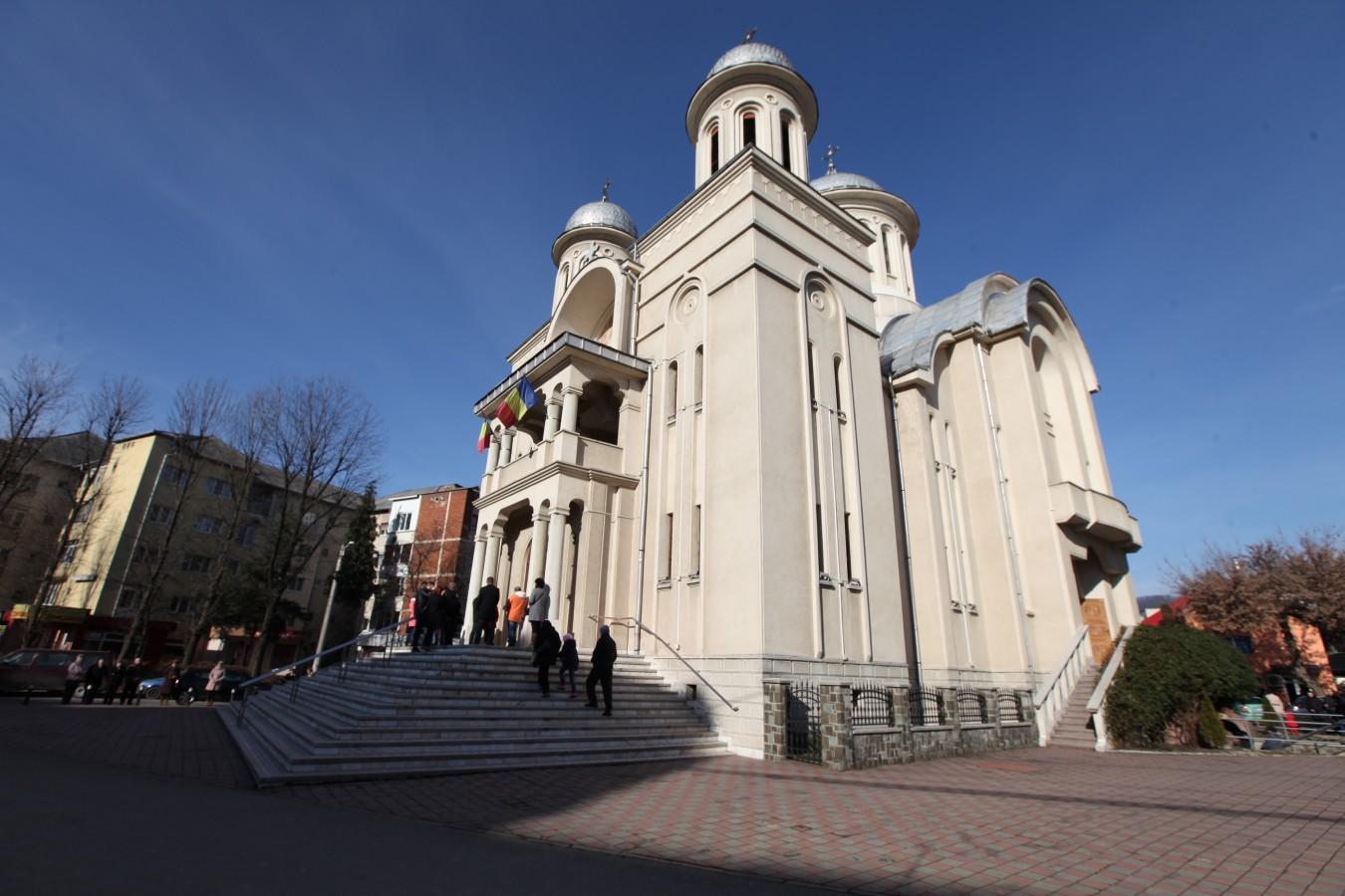 Sfântă Liturghie Arhierească la prima biserică construită după Revoluţie în Baia Mare