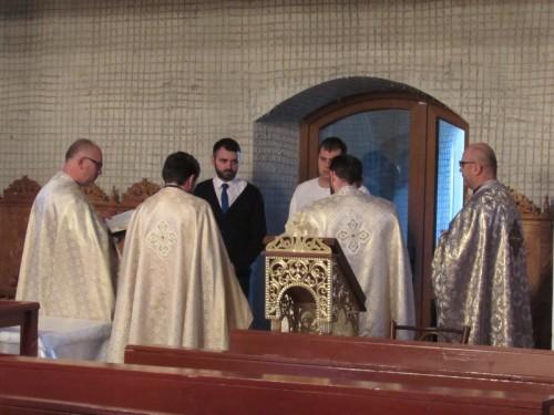 """Tânăr convertit la ortodoxie, botezat în parohia """"Adormirea Maicii Domnului"""""""