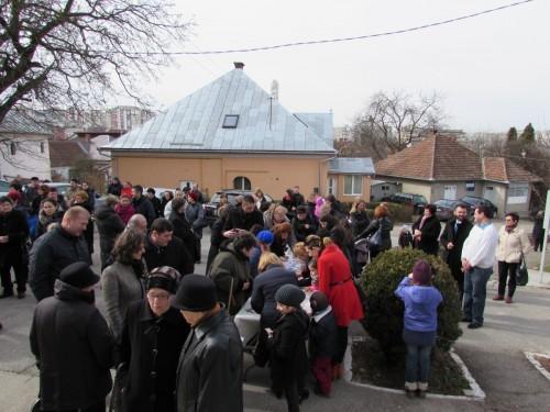 """Parohia """"Adormirea Maicii Domnului"""", alături de profesoara de religie Crina Cârcu, în lupta cu cancerul"""
