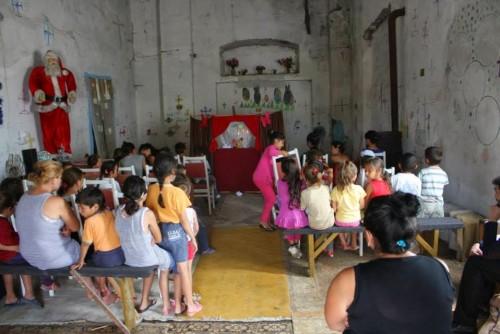 Arhiepiscopia Clujului, împreună cu mai multe asociații, sprijină comunitățile de rromi