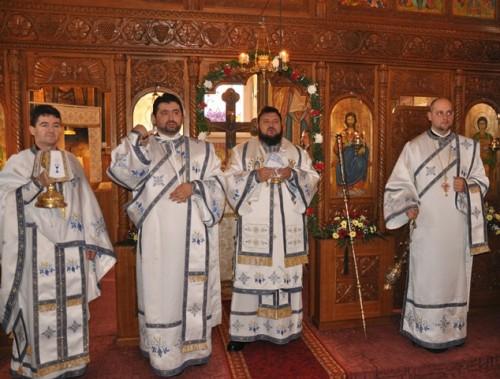 Liturghie Arhierească în Parohia Marin